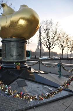 ПАРИЖ. Свадебные замочки...